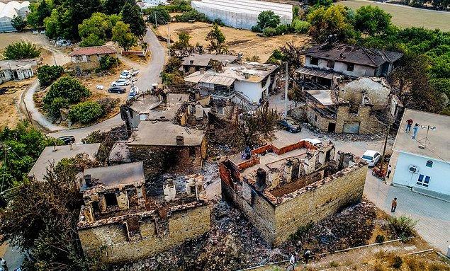 Manavgat ve çevresindeki yangın alanlarında rüzgar etkisini yitirdi.