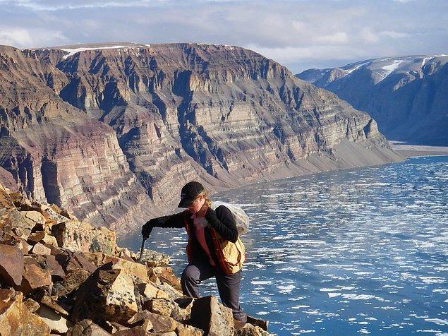 Çalışmayı yürüten Turner daha önce de aynı bölgede bulunmuş ve kaya parçaları üzerinde inceleme yapmıştı.