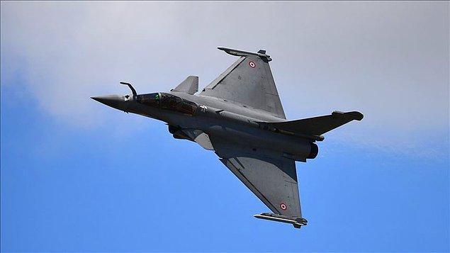 Yunanistan 18 Fransız Rafale uçağı alıyor
