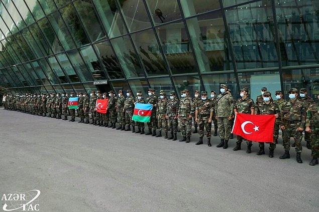 Sonrasında ise Azerbaycan Cumhurbaşkanı İlham Aliyev, yangınlarla mücadele için Türkiye'ye 500'den fazla personel, helikopterler ve ilgili malzemeler göndereceklerini açıkladı. .