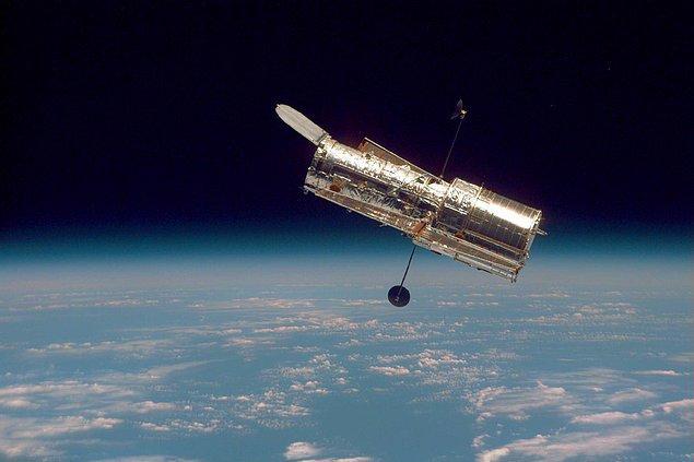 Hubble Uzay Teleskobu sayesinde uydunun ince bir atmosfere sahip olduğu yirmi yıldan uzun süredir biliniyordu.