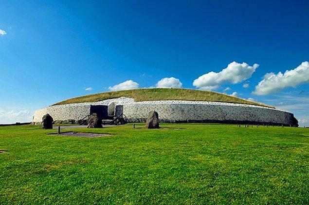 9. Newgrange/ İrlanda