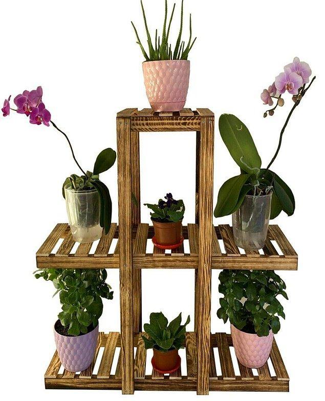 10. Evinde çiçek bakanların çok hoşuna gidecek bir çiçeklik.