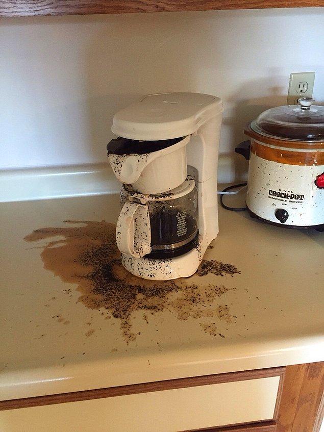 """8. """"21 yaşındaki erkek arkadaşım bu sabah hayatında ilk kez kahve yaptı..."""""""