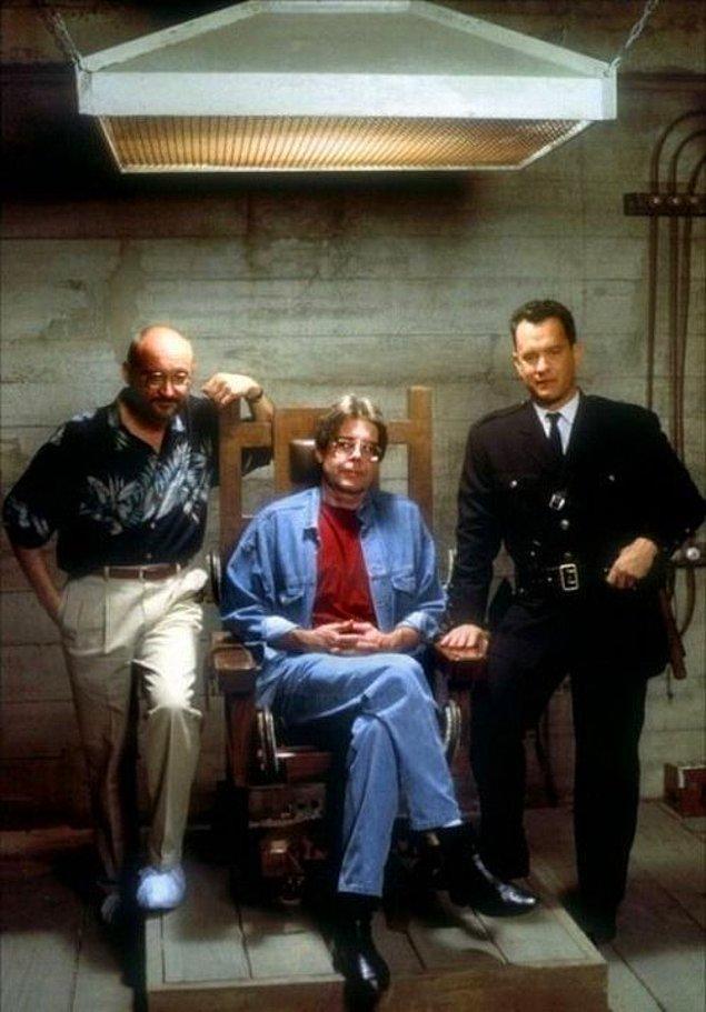 4. Film setini ziyaret eden Stephen King, elektrikli sandalyeyi deneyimlemek istedi.