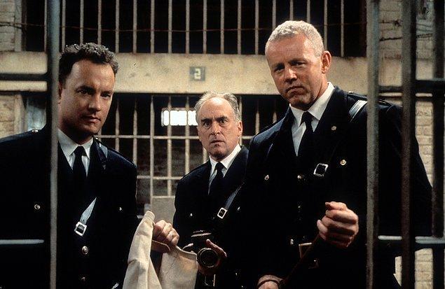 8. Filmde tüm gardiyanlar aynı üniformayı giyse de filmin geçtiği dönemde gardiyanlara ait belirli bir üniforma kuralı yoktu.