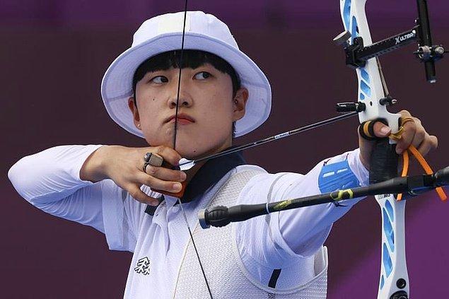 2001 doğumlu genç okçu An San, bu sene Tokyo Olimpiyatları'nda bireysel kadın elemelerinde 720 tam puan üzerinden 680 puan alarak 25 yıllık bir rekoru kırdı.