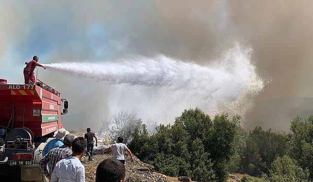 Özellikle Hisarönü bölgesinde üç günden bu yana devam eden orman yangınlarının önü bir türlü alınamıyor.