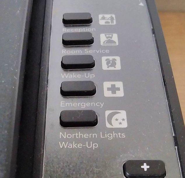 """2. """"İzlanda'daki otel telefonumun, gökyüzünde Kuzey Işıkları göründüğünde sizi uyandıracak şekilde ayarlanmış özel bir düğmesi var."""""""