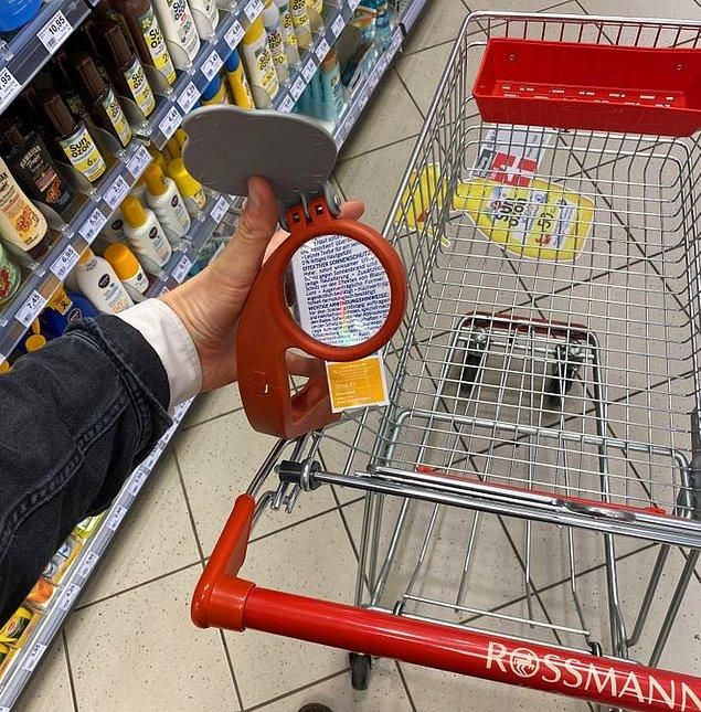 5. Alışverişte işinizi oldukça kolaylaştıracak alışveriş sepetine bağlı bir büyüteç.