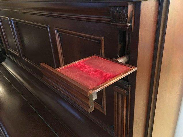 """11. """"1885'ten kalma piyanomda açılır bir mum koyacağı var."""""""