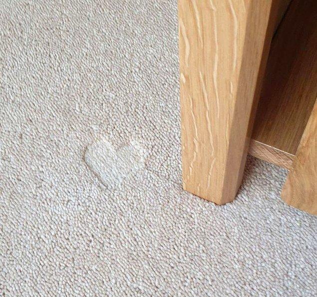 13. Bu masa, halınızın üzerinde kalp şeklinde izler bırakacak şekilde tasarlanmış.