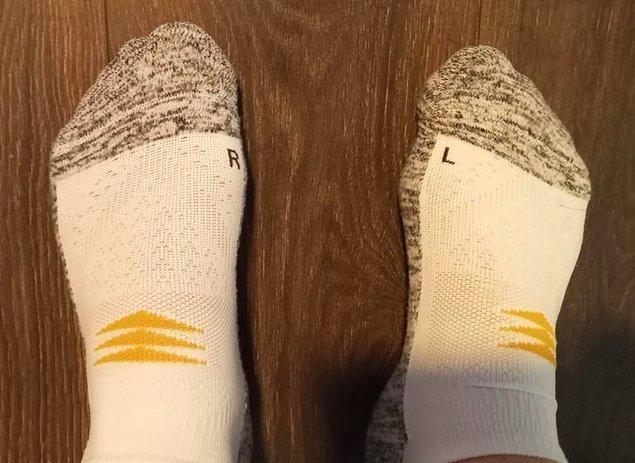 15. Doğru şekilde giyebilmeniz için etiketlenmiş çoraplar.