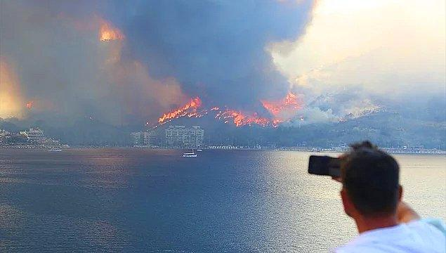 1. Alev alev yanıyoruz! Manavgat'ta başlayan yangınlar ülkemizin dört bir yanını sardı biliyorsunuz ki. Yüzlerce vatandaş kendi çabalarıyla yangını söndürmeye çalışıyor ve yardım bekliyor…
