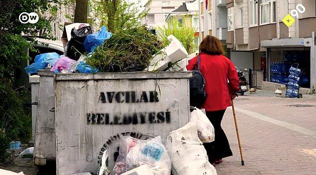 Bu kadar fazla eşyanın birikmesinin sebebi; sürekli olarak yeni eşyalar getirdiği halde hiçbir şeyi çöp atmaması.