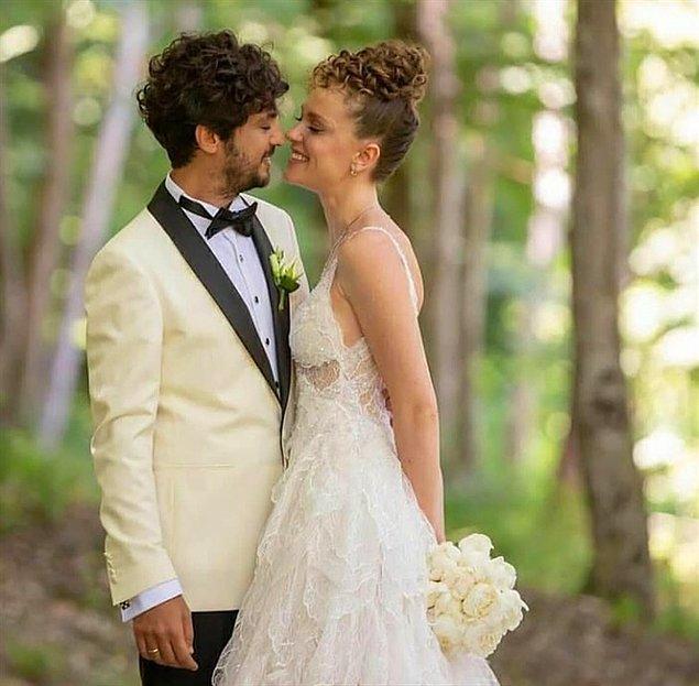 Düğün yine pandemi şartlarından dolayı sade ve küçük bir törenle yapılsa da çiftimiz adeta herkesi mest etti.