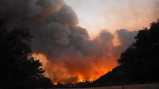 11:37 Türkevleri bölgesinde yangın ilerliyor.