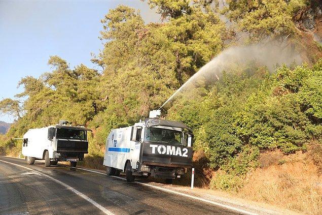 11:39 Antalya Beydiğin'de devam eden yangına müdahale için bölgeye TOMA'lar sevk edildi.