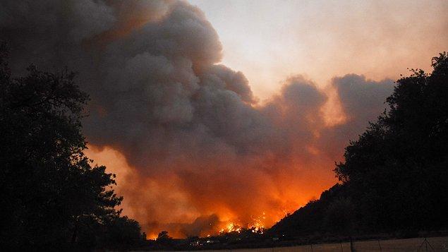 Hepimizi kahreden orman yangınları bildiğiniz üzere hala kontrol altına alınamadı; elimiz kolumuz bağlı, endişeyle takip ediyoruz.
