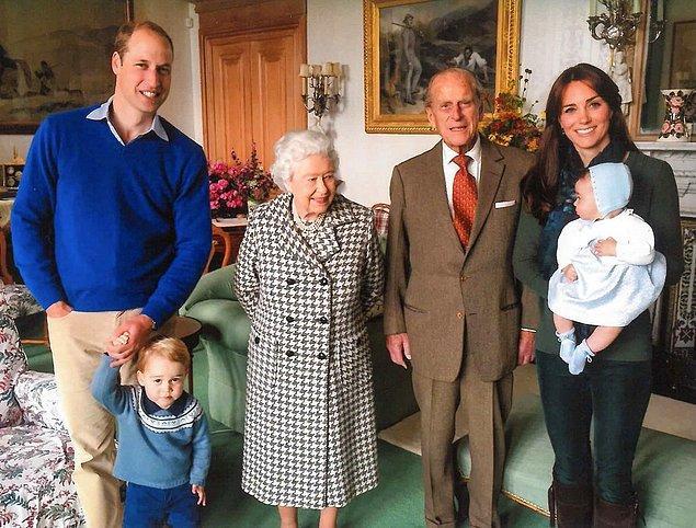 17. Kraliyet ailesi üyelerinin soyadları farklıdır. Prens George 'Cambridge' soyadını kullanmış, Prens Harry ise 'Harry Wales' ismini almıştır.
