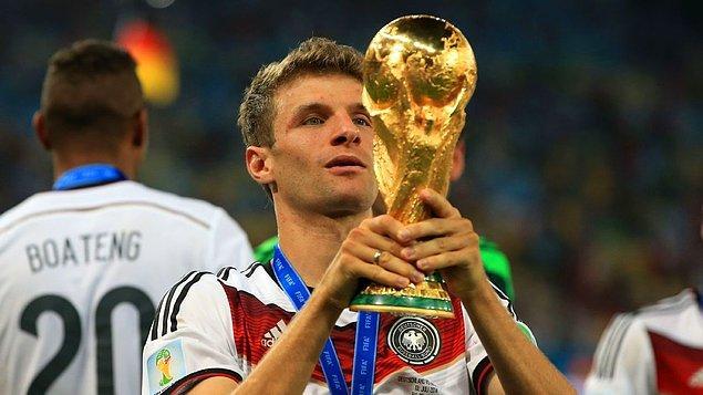 1. 1982 Dünya Kupası finalinden beri her Dünya Kupası finalinde en az bir Bayern Münih ve İnter futbolcusu yer almış.
