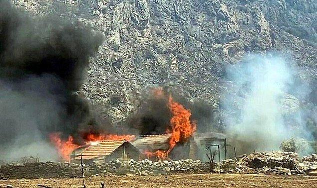 15:28 Milas'ta 3 ev yandı, 6 mahalle tahliye edildi.