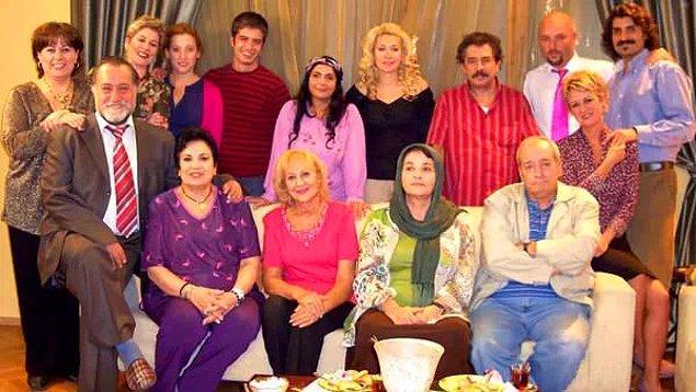 Televizyon dünyasına 2002'de giren Irmak, ilk dizisi Bizim Evin Halleri'nde annesiyle rol arkadaşı oldu.