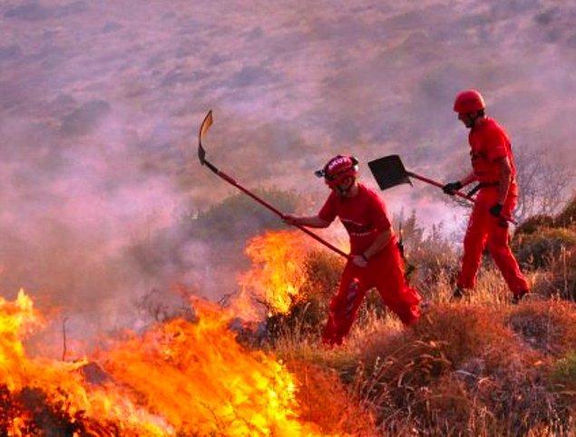 2. Aram kurtarma ve yangın söndürme faaliyetlerine destek olan AKUT saha çalışanlarına ekipman desteği için bağışta bulunabilirsiniz.