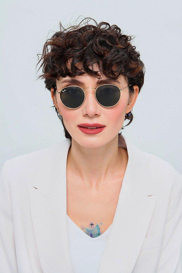5. Küçük yüzlü kadınların severek kullanacağı Rayban güneş gözlük, tüm kombinlerinize yakışacak nadir bir aksesuar çeşidi.