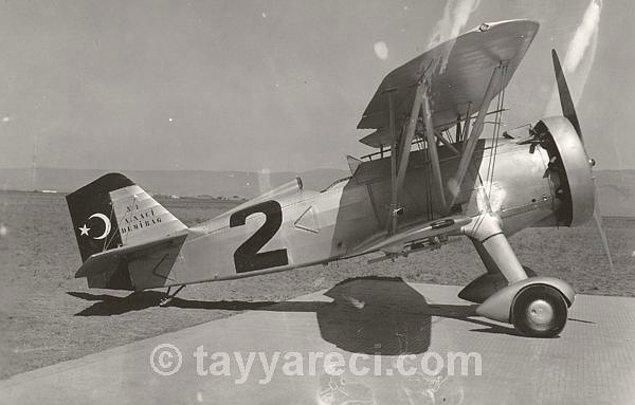 3. Curtis Hawk II Av Uçağı (1945'e kadar 46 tane üretilir.)