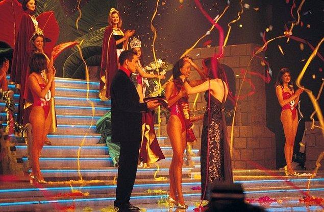 Hepiniz biliyorsunuz ki Çağla Şıkel o yıl Miss Turkey Güzellik Yarışması'nın birincisi oldu. Katılan onlarca kız arasından en güzeli Çağla kızımız seçildi.