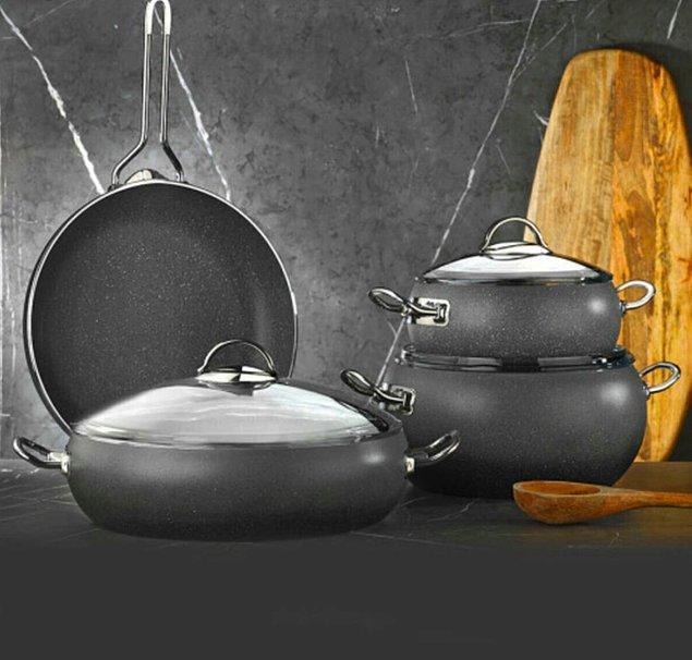 1. Granit tencere seti bir mutfağın olmazsa olmazı.