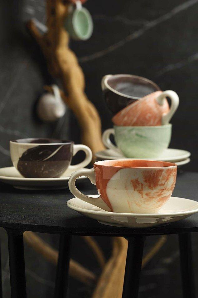 9. Filtre kahvenizi kupa yerine fincanda içmeyi sevenler için ideal bir fincan takımı.