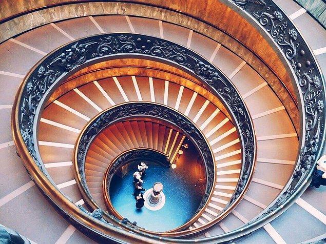 7. Vatikan Müzesi Merdivenleri, Roma, İtalya