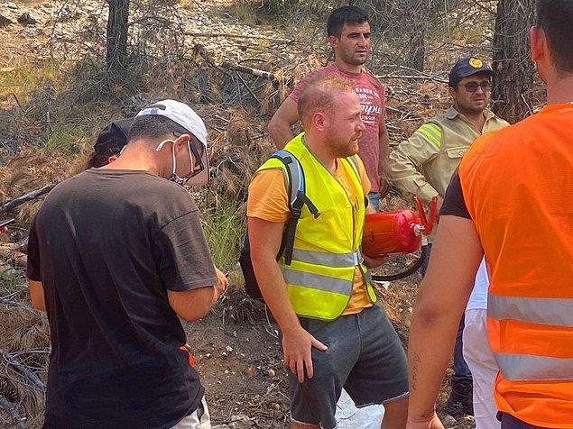 Çocukluğundan beri tanıdığımız oyuncu Furkan Kızılay da sahada yangına müdahale eden isimler arasında.