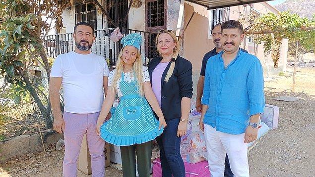 Yeşilovacık Mahallesi'nde ikamet eden Fatma Tan'ın gözyaşları içerisinde yardım talebini duyan Tüm Restaurantlar ve Turizmciler Derneği (TÜRES) Adana Şubesi ve Adanalı Kadınlar Topluluğu bir minibüs çeyiz getirerek Fatma Tan'ın yüzünü güldürdü.