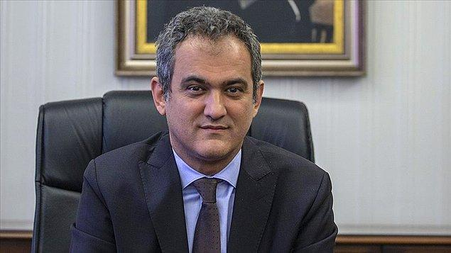 Selçuk'un yerine atanan isim ise Bakan Yardımcısı Prof. Dr. Mahmut Özer oldu. 👇