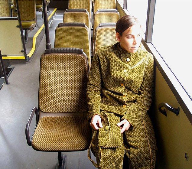 Zaten toplu taşımada şoförle ya da bir yolcuyla tek kalmak bizlerin en büyük korkularındandı. Ezelden beridir bu hep içimizde. Yaşanılan tedirginliği büyük küçük bütün kadınlar anlar...