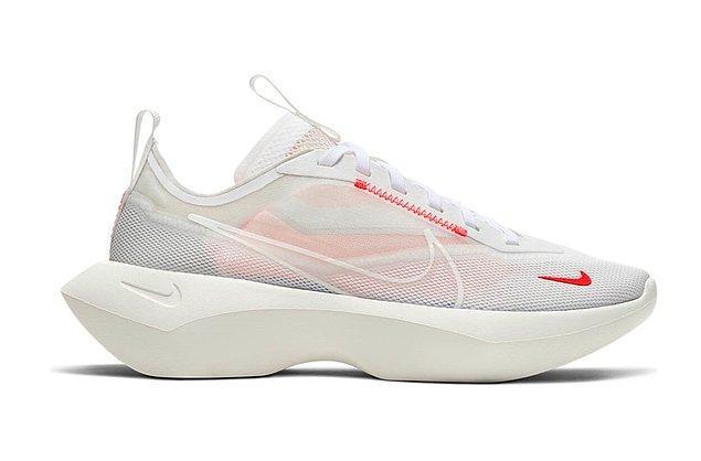 12. Nike spor ayakkabıları arasından en beğenilen Vista Lite, antrenman günlerinizde hem şık hem de rahat olmanıza yardımcı oluyor.