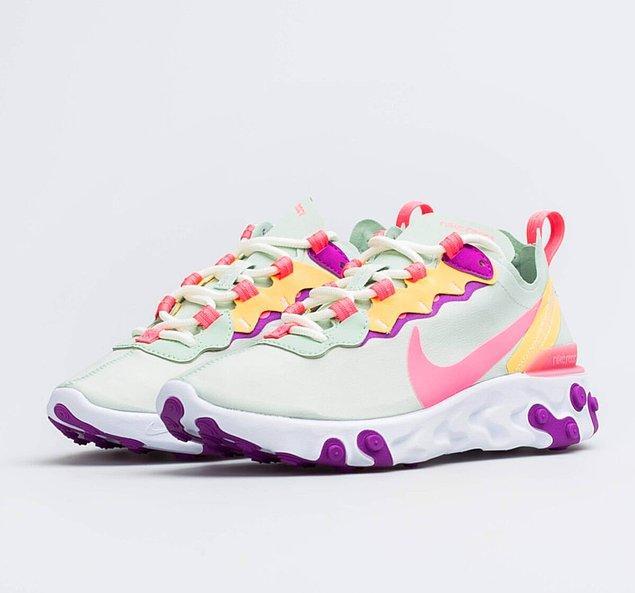 7. Renk aşıkları buraya! Renkli mi renkli kadın Nike ayakkabı modellerine acilen göz atmalısınız.