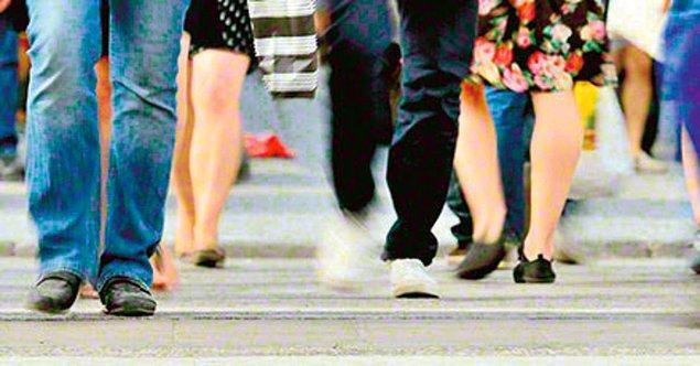 7. Kaldırımda yürürken aniden durmayın, etrafınıza bakmadan ters yöne yürümeyin, bir harekette bulunmadan önce o yönde olan bitene bakın.