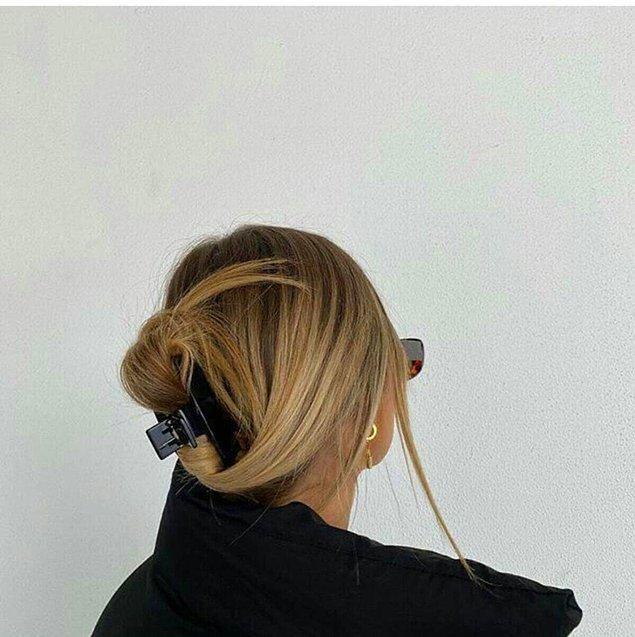 7. Son zamanların en trend saç görünümüne mandal tokalarla ulaşabilirsiniz.
