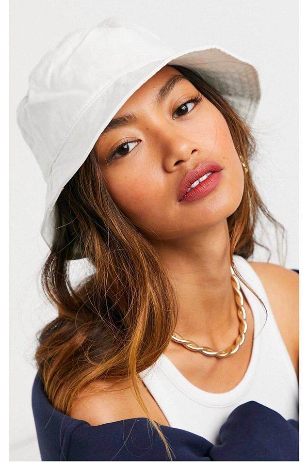 8. Bucket şapka modelleri geçtiğimiz yıldan beri zirveden inmiyor. 🚀