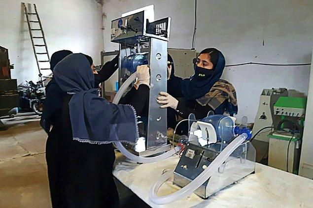 Taliban'ın geçmişte de ortaya sürdüğü tüm bu uygulamalar 90'lı yıllarda sadece kadınların değil bütün toplumun ve çalışma sektörünün düzenini değiştirdi.