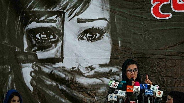 Tüm bu uygulamalar üzerine uluslararası kuruluşlardan çeşitli tepkiler gelse de Taliban örgüt yetkilileri, BM tarafından yayınlanan İnsan Hakları Evrensel Beyannamesi'nin Batı emperyalizmi olduğunu öne sürerek yasalarından vazgeçmedi.