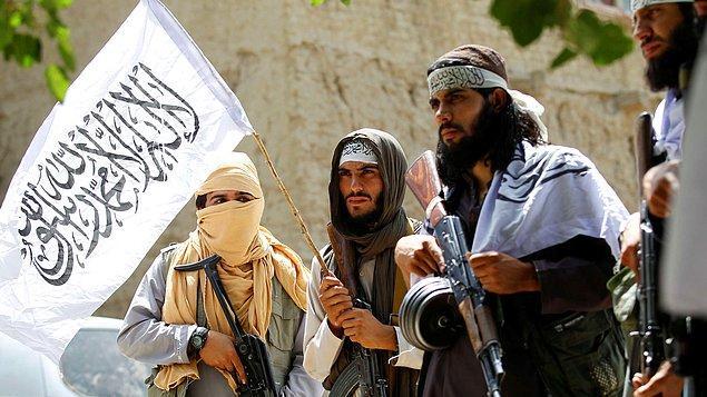Afganistan'da son dönemlerde hızla taraftar toplamaya devam eden Taliban, ülkedeki birçok ilin ardından başkent Kabil'e de girerek gücü tekrar ellerine aldı.