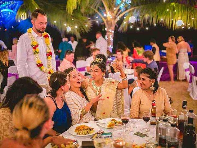 """8. """"Hindistan'da tüm gençler zorla evlendiriliyor."""""""
