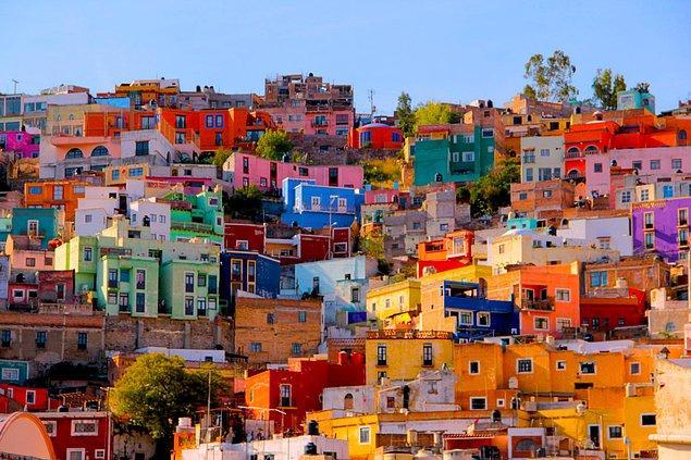 """1. """"Meksika'da her şey sarı ve bakır rengidir."""""""