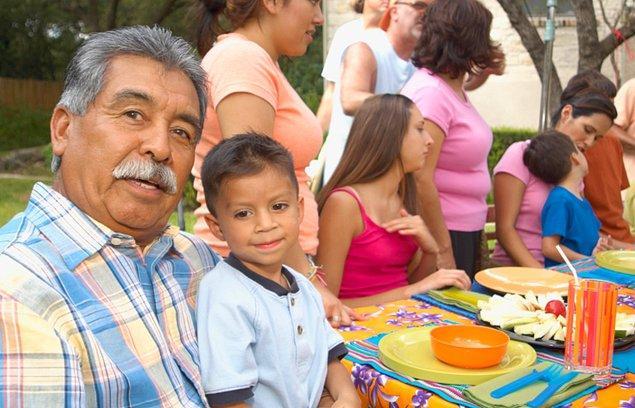 """14. """"Bütün Latin Amerikalıların birden fazla çocuğu vardır."""""""