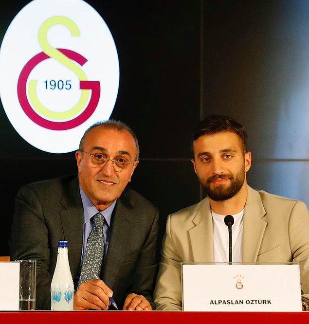 Galatasaray'ın 2-0 üstün geldiği maçın son dakikalarında Alpaslan Öztürk'ün performansı da dikkat çekti.